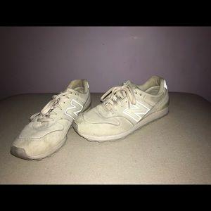 New Balance cream/white tennis shoes